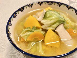 エリンギでコク旨!野菜たっぷり彩り味噌汁レシピサムネイル
